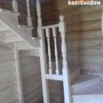 деревянная лестиница в СИП дом