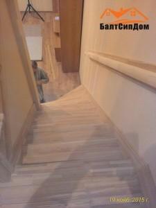 Лестница в доме из СИП-панелей